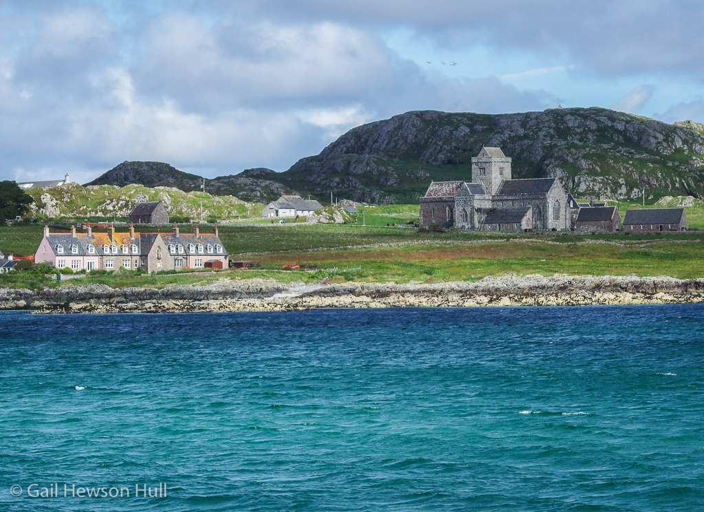 Abbey of the island of Iona whose origins go back to the sixth century. Attacked by Vikings who massacred everyone in 803; rebuilt and expanded various times after various attacks. A major renovation occurred in 1908-1910 and continues even today.
